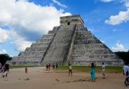 El Castillo nous accueille dès notre entrée sur le site de Chichen Itzà, Yucatán, Mexique