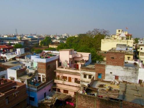 Une vue sur Varanasi du haut d'un toit, c'est inoubliable, Inde.