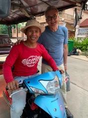 Robert avec Sokcheat, notre merveilleux chauffeur et guide. Kratie, Cambodge.