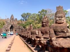Une des entrées de la ville Angkor Thom construite sous Jayarvarman VII, Siem Reap, Cambodge.