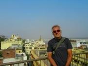 Un dernier regard sur Varanasi du hauts des toits, Inde.