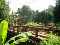 Un petit pont de bois de la région de Kratie. Cambodge.