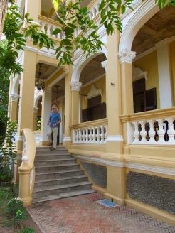 Le Relais de Chhlong occupe une demeure coloniale du temps où le Cambodge s'appelait Indochine. Chhlong, Cambodge.