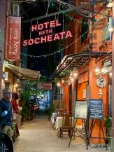 L'hôtel Socheata est situé dans une petite ruelle, un peu à l'écart de la vie trépidante des bars de Street Pub, Siem Reap, Cambodge.
