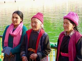 Des pèlerins en provenance de plusieurs pays et de différentes régions de l'Inde viennent se recueillir au Mahabodhi, Bodh Gaya, Inde.