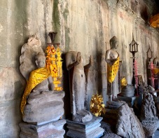 Plusieurs cérémonies bouddhistes se tiennent toujours à l'intérieur du magnifique Angkor Wat. Siem Reap, Cambodge.