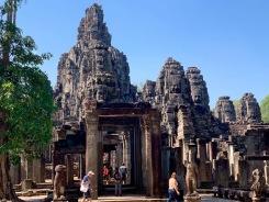 Le Bayon, avec ses immenses têtes, était considéré le temple central de la cité Angkor Thom, Siem Reap, Cambodge.