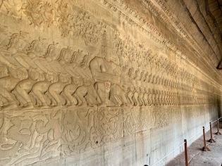 Immense relief, bien ciselé, qui raconte l'histoire du barratage de la mer de lait. Angkor Wat, Siem Reap, Cambodge.