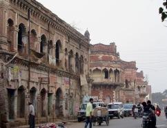 Une résidence ancestrale abandonnée témoigne de l'opulence des temps anciens, Varanasi, Inde.