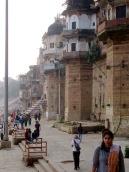 Les longues promenades sur les ghats au pied des palais qui bordent le Gange sont inoubliables, Varanasi, Inde.