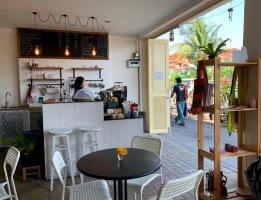Le guesthouse Baan Manusarn et Café offre de délicieux breuvages. L'ambiance y est très agréable et l'endroit est plutôt fréquenté! Bangkok, Thaïlande.
