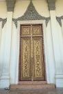 Une porte joliement décorée de la salle du Trône au Palais royal. Phnom Penh, Cambodge.