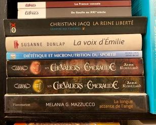 Quel plaisir de trouver une auteur de chez nous dans une librairie de livres usagés au coeur de Phnom Penh! Cambodge.