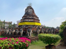 Un chedi du Wat Thammikarat, Ayutthaya, Thaïlande.