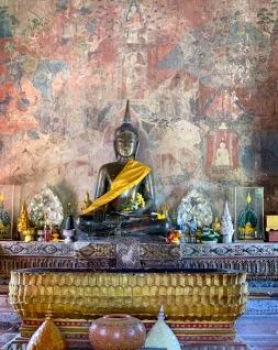 La simplicité de ce Bouddha du Wat Thung Si Meuang m'a beaucoup touchée. Je crois qu'il est l'un de mes préférés. Ubon Ratchathani, Isan, Thaïlande.