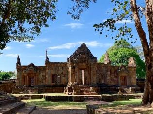 Le Prasat Muang Tham, l'un des beaux temples Khmer, nous attend dans toute sa splendeur. Isan, Thaïlande.