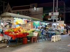 Marché de nuit à Ubon Ratchathani, Isan Thaïlande.