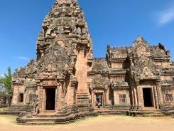 Les linteaux du Prasat Phanom Rung sont décorés de scènes du Râmâyana et des représentations des dieux hindous Shiva et Vishnu. Isan, Thaïlande.