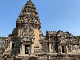 La région était occupée depuis longtemps lors de sa conquête de l'empire Khmer. L'une des cours du Prasat Hin Phimai nous permet d'admirer l'héritage de cette culture, la ville étant devenue un centre politique important. Phimai, Isan, Thaïlande.