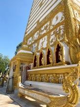 Détail des dorures du Wat Phra That Nong Bua à Ubon Ratchathani. Nous en avons plein les yeux! Isan, Thaïlande.