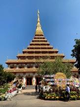 Le Wat That a Khon Kaen est un temple réputé dans la région. Il est magnifiquement décoré. Isan, Thaïlande.