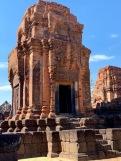 L'un des cinq prangs du sanctuaire du Prasat Muang Tham. Isan, Thaïlande.