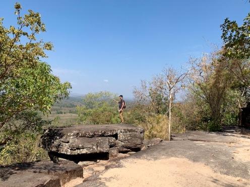 Les structures rocheuses du parc national historique Phu Phra Bat sont situées au sommet de la colline Phupan qui offre une vue imprenable sur les environs. Isan, Thaïlande.
